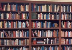 本棚が描かれたガレージの扉