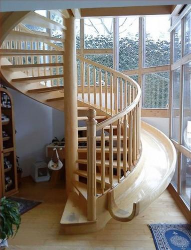 滑り台付階段