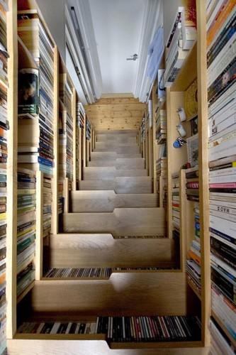 本棚付階段