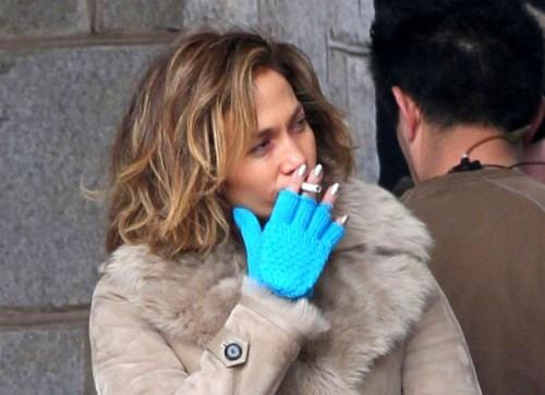 喫煙するジェニファー・ロペス
