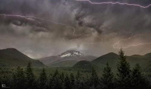 悪天候の空の写真