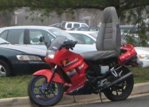 バイクのシートの代わりに車の ...
