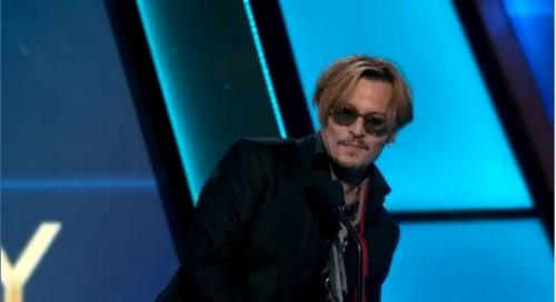 ジョニー・デップがハリウッド・ドキュメンタリー・アワード授賞式で失態