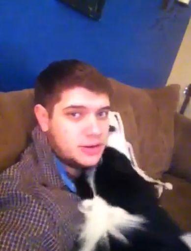 【面白動画】犬「ねえ、内緒にして!」イタズラを飼い主に言わないようにゴマをする。