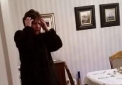 【面白動画】クリスマスのハムを犬に食べられたというイタズラに引っ掛かったお母さん。放送禁止用語でブチ切れ!