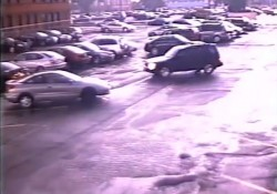 【動画】竜巻の凄まじさがわかる駐車場の風景