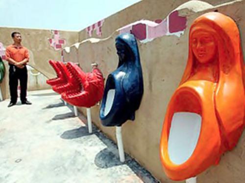 【面白画像】最もヘンテコリンな世界のトイレ25個