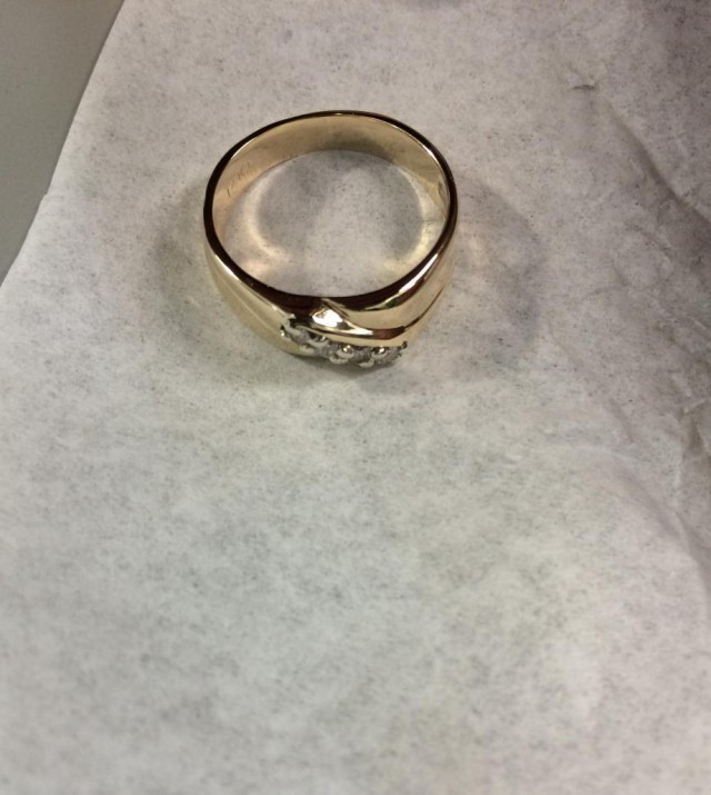 ディスポーザーに落ちた指輪の修理過程