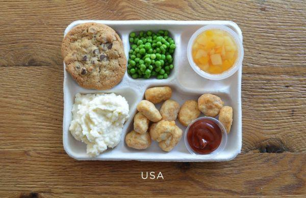 世界の給食を見てみよう!