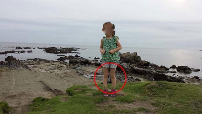 【恐怖】女の子の写真に写っているのは何?