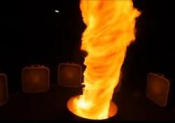 【動画】いつまでも眺めていたくなる。人口的に作った炎の竜巻
