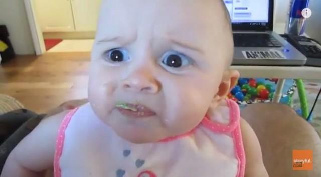 【面白動画】生まれて初めてアボカドを食べた赤ちゃんの顔が笑える!