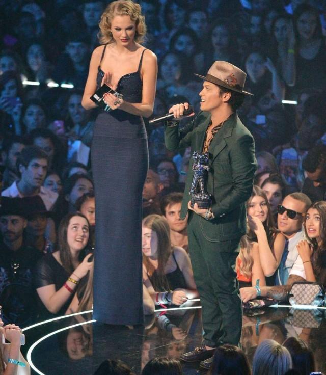 テイラー・スウィフトがこんなに背が高いって知ってた?