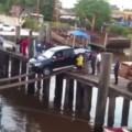 【驚愕動画】トラックを船に乗せるのに使うのは木の板2枚!