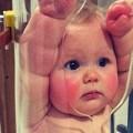 チューブに入れられた赤ちゃん。。。一体どういう事?