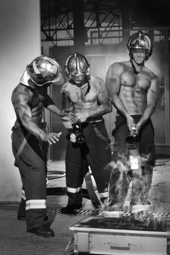 calendrier-pompiers-sans-frontieres-2017-2-684x1024